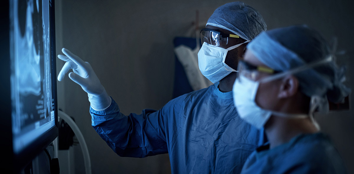 two surgeons about to perform a Minimally Invasive Microdiscectomy